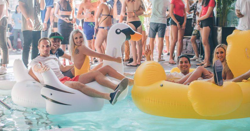 Drai's Sunday beach party