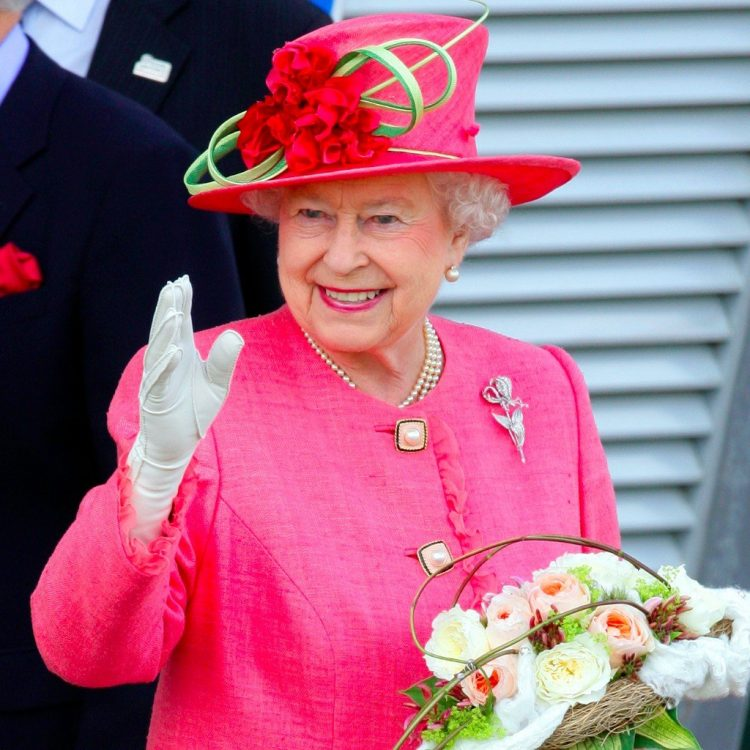 the queen dressed in pink